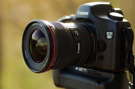 Lensa Canon Ef 17 40mm F 4l Usm file canon eos 5d with canon ef 17 40mm f4l usm lens jpg