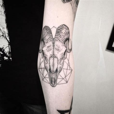 geometric goat tattoo 38 best capricorn goat tattoo images on pinterest signs