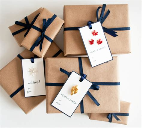 Design Gifts | unique and utterly chic business card idea laura c george