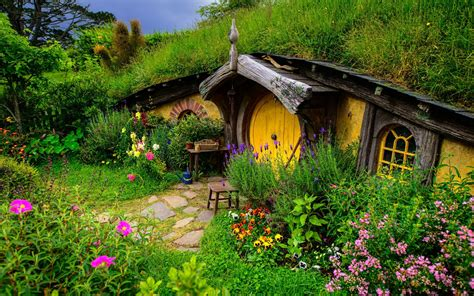 hobbit houses new zealand hobbiton new zealand wallpaper