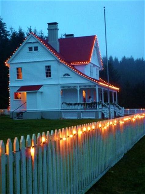 heceta head lighthouse bed and breakfast the bandb and the christmas lights picture of heceta head lighthouse bed and