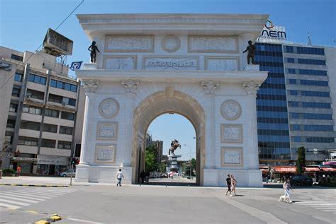 skopje jugoslawien a theme park in a fortress politics and architecture in