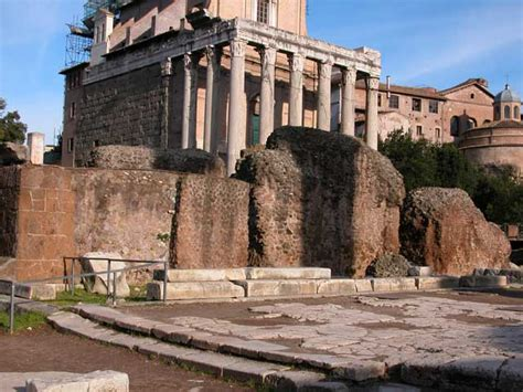 divo giulio roma foto de il tempio divo giulio