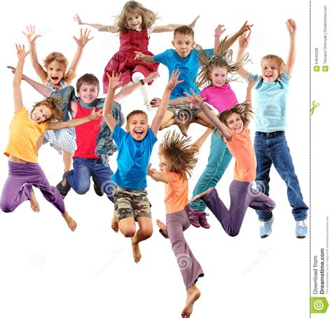habitaciones alegres ninos felices grupo de ni 241 os juguetones alegres felices que saltan y que
