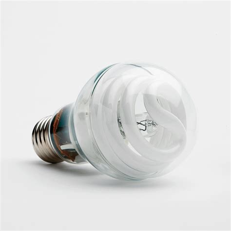 how do smart light bulbs work three bulbs in one ge s hybrid halogen cfl with
