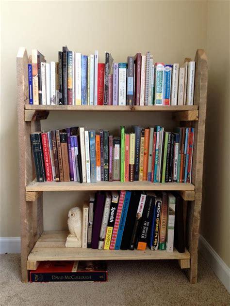 librerie fai da te originali librerie con i pallet 5 idee originali con materiali di