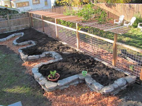 Keyhole Gardening by Keyhole Raised Garden Bed Basics Growingarden