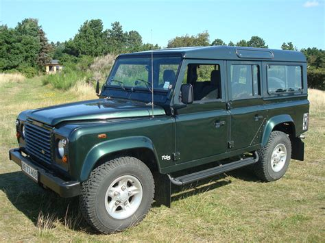 land rover defender 2010 2001 land rover defender overview cargurus
