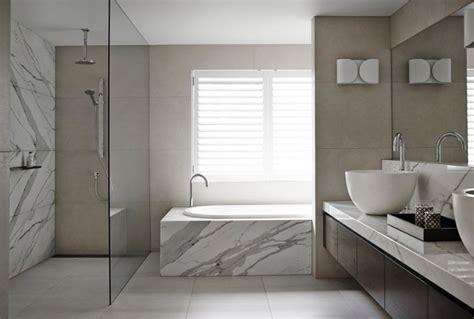 badezimmer wand marmor und sandsteinfliesen im badezimmer an der