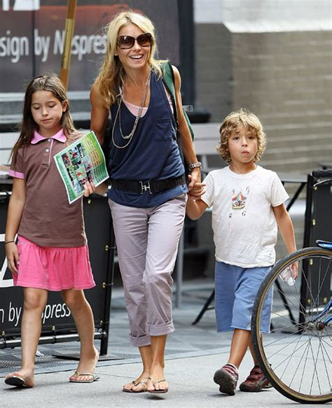 kelly ripa children 2014 6 of our favorite celebrity moms