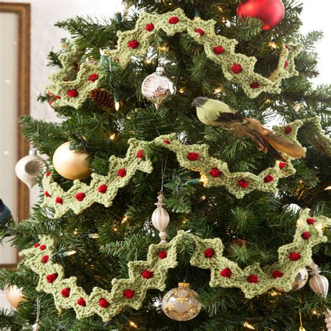 free christmas tree garland crochet pattern from redheart com