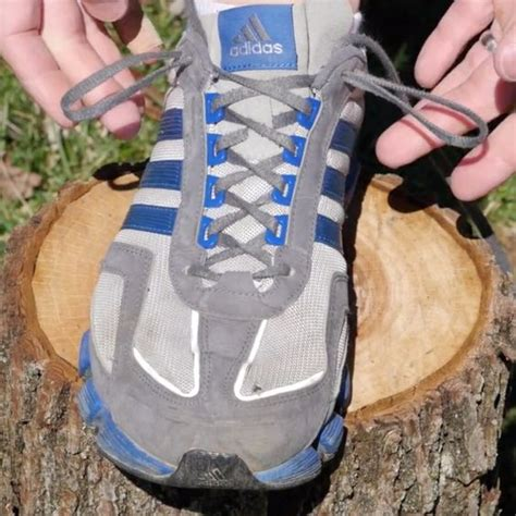 how to tie running shoes someone finally explains what that set of shoelace