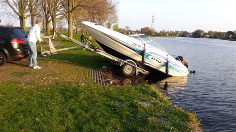 bootje te water laten hoe te doen kanteltrailer met boot tilting trailer boat