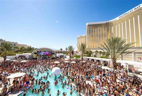 Led Back Splash by 2015 Las Vegas Pool Party Calendar Best Las Vegas Pool