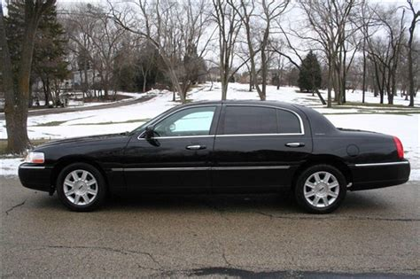 classic limousine lincoln town car limo service in chicago