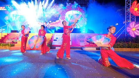 what to do during new year in singapore celebrate lunar new year visit singapore