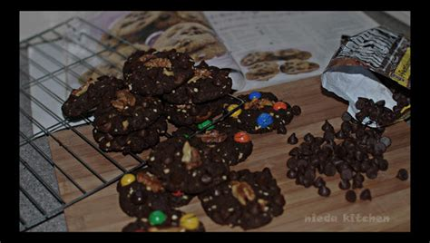 sweet story chocolate chip cookies ala famous amos