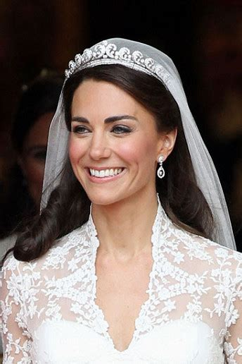 Wedding Hairstyles With Tiara And Veil Pictures by Exclusivev5 Ways To Wear A Tiara In Voguish Style