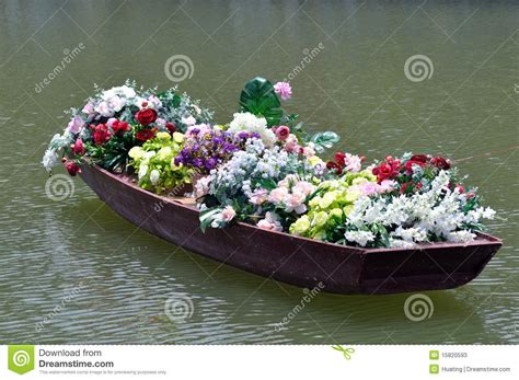 old boat flower bed flowers in old boat stock image image of quaint plant