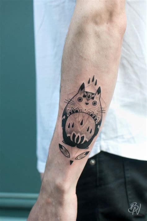 totoro tattoo bleu noir shop abbesses totoro violette14