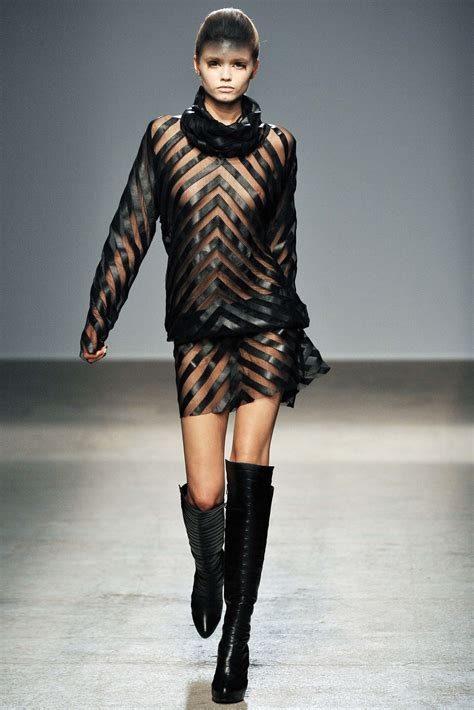 gareth pug gareth pugh fall winter 2010 2011 ready to wear shows vogue it