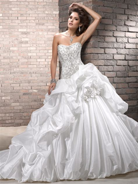 Wedding Gown Search by How To Find A Wedding Dress On A Budget Fashionistabudget