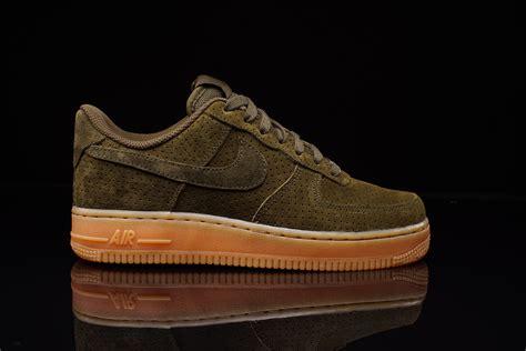 Nike Air Fprce 1 nike air 1 suede loden gum wmns