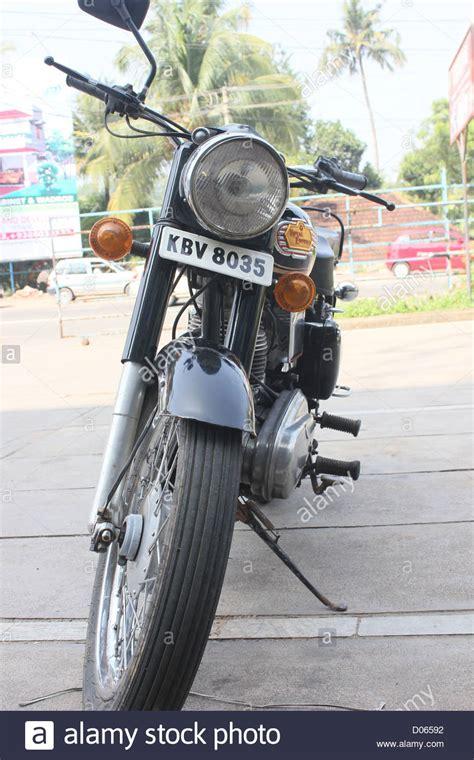 Enfield Motorrad Bilder by Enfield Bullet Motorbike Stockfotos Enfield Bullet