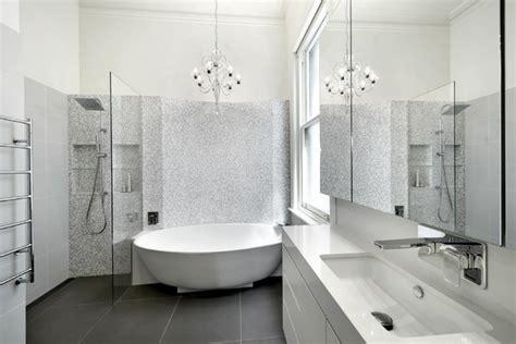 badewanne mit wannenträger badewannen dekor eingebaut