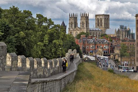 4 tips for saving money with car hire in York, England