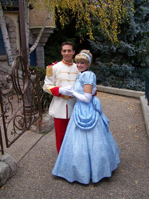 lade disney cinderella and prince charming disneyland