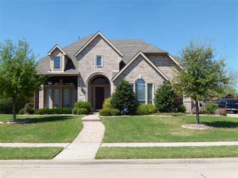 file beautiful home with roof and green lawns in dallas