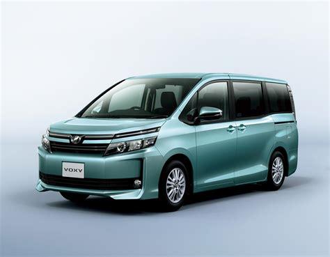 Toyota Foxy 2014 Toyota Noah And Voxy 1 8l Hybrid 23 8 Km L Image