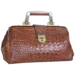 Sale Salvatore Ferragamo Doctor Bag Vo06fs1019 1950 s classic american tourister overnight hatbox for sale at 1stdibs
