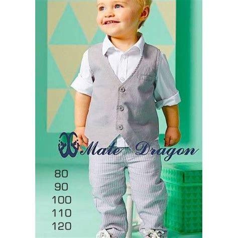 Celana Panjang Kasual Olahraga Santai 4 Pieces baju fashion anak laki laki ini terdiri dari rompi abu abu tua kemeja putih tangan panjang dan