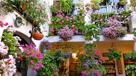 patios interiores andaluces c 243 mo decorar un patio andaluz