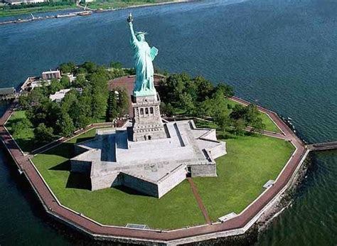 the best places to visit in america holidaymapq com the statue of liberty the best places to visit in new york