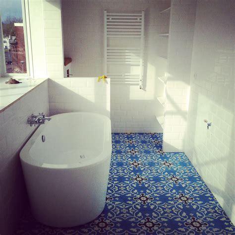 zementfliesen bad toilette und badezimmer wohnideen mit zementfliesen
