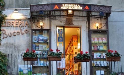 libreria mondadori acireale taormina rischia la chiusura l unica libreria cittadina