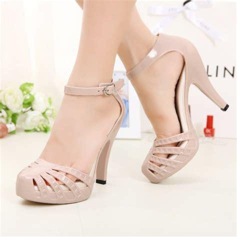 jelly shoes are back fashion onehallyu