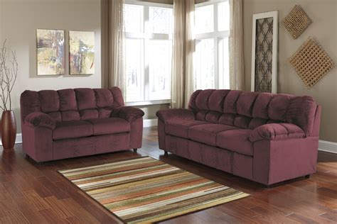 Living Room With Burgundy Sofa by Julson Burgundy Sofa Loveseat 26602 38 35 Living