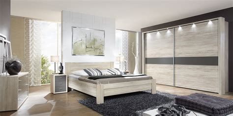 nachttisch für boxspringbett grau moderne wohnzimmerdecke mit holz