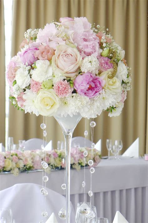 floral centerpiece in and pink with hanging