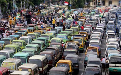 Tv Mobil Di Medan angkot di medan mogok polisi terjunkan 100 mobil dan 200 motor untuk angkut warga okezone news