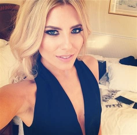 Eyeliner Jel Pixy mollie king show us how to rock the easiest smoky