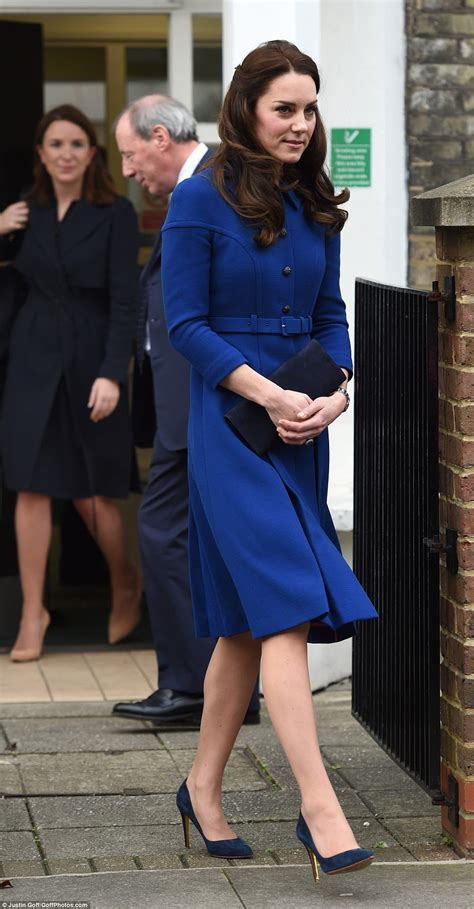 Kate showed off her slim legs in a blue coat dress by eponine which