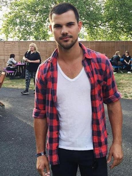 taylor lautner 2016 weight 16 pics of taylor lautner s insane body transformation