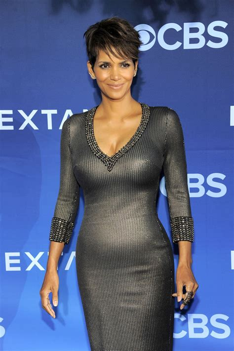 Get Halle Berrys Temperley Dress Right The Shop Rack by Halle Berry S Post Baby Bump Sexiness Shoes Post