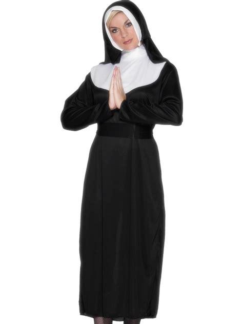 Nun costume black and white
