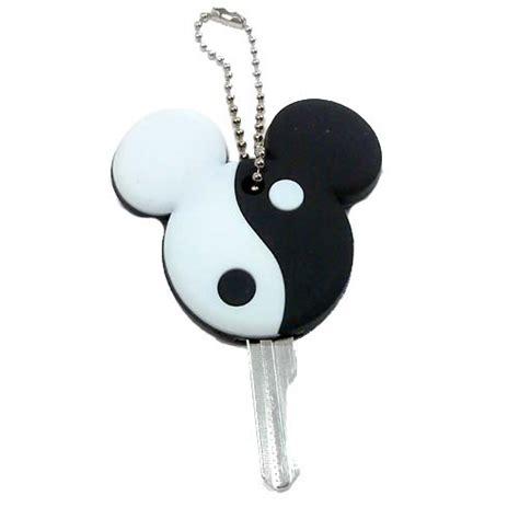 wdw store disney key cover keychain keyring yin